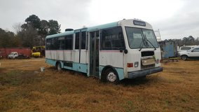 2000 freightliner bus in Cleveland, Texas