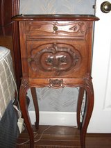 Antique Vintage louis xv style circa 19th century night stand side table in Alamogordo, New Mexico