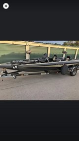 21ft Norris Craft bass boat in Fort Campbell, Kentucky