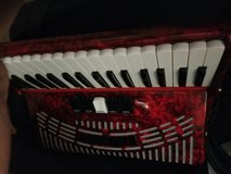 72 bass, piano accordion Hohner. Very good condition in Fort Polk, Louisiana