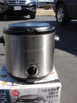FARBERWARE 1.5 LITER COMPACT DEEP FRYER in Plainfield, Illinois