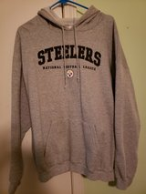 Mens Pittsburgh Steelers sweat shirt Xlarge in Clarksville, Tennessee