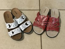 Size 8.5 Comfy Women's Sandals Excellent Clark's and Croft & Barrow in Travis AFB, California