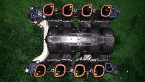 Intake manifold with fuel rail 1999-2004 Mustang GT - in Fort Eustis, Virginia