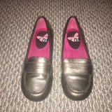Girls Metallic Loafers Shoes Sz 2 in Chicago, Illinois