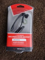 NEW PLANTRONICS UNIVERSAL BOOM HEADSET in Aurora, Illinois