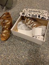 Women's Shoes sz 7 in Glendale Heights, Illinois