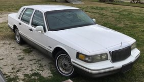 Lincoln Town Car in Cherry Point, North Carolina