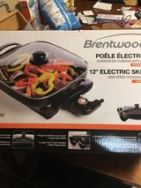 Electric skillet. New in Oswego, Illinois