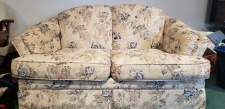 Love seat in great condition in Westmont, Illinois