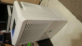 60 pints midea dehumidifier in great condition on & off base ok in Okinawa, Japan