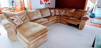 BEAUTIFUL SECTIONAL COUCH in Naperville, Illinois