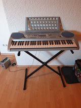 Yamaha electronic keyboard with stand in Ramstein, Germany