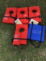 4 life vest & 1 seat cushion (throwable device) in Plainfield, Illinois