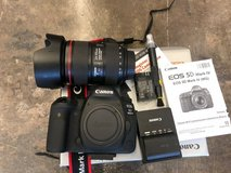Canon 5D MarkIV DSLR w 24-105mm F4L IS USM  lens in Wilmington, North Carolina
