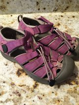Youth Girls Keen Sandals size 2 in Plainfield, Illinois
