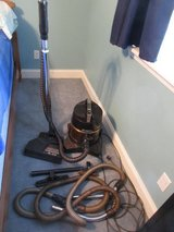 D4C Rainbow Vacuum Cleaner Good Used Condition in Warner Robins, Georgia