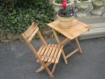 small ViNtAgE wooden FOLDING TABLE AND CHAIR in Naperville, Illinois