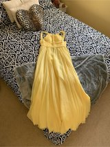 yellow gown in perfect condition in Travis AFB, California