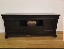 TV stand in Fort Belvoir, Virginia
