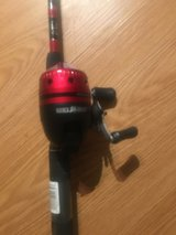 Bass pro shop Quick draw spincast rod and reel combo in Fort Campbell, Kentucky