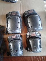 Tony hawk knee and elbow pads have 2 set 10$ each in Oswego, Illinois