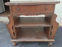 Vintage 2 sided endtable w/drawer in St. Charles, Illinois