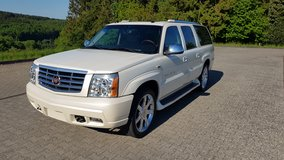 2005 Escalade 6.0 V8 AWD ESV Platinum *PERFECT CONDITION* in Ramstein, Germany
