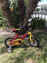 Amazing condition! Shwinn Bike with removable training wheels in Camp Pendleton, California