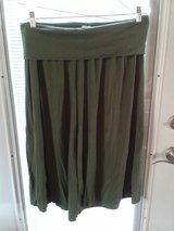 Gap green capri size large in Naperville, Illinois