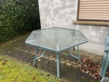 Out Door Table and Chairs with End Table in Baumholder, GE