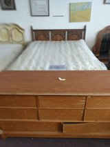 Queen bed & Dresser in Warner Robins, Georgia