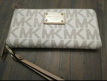 Michael Kors Wristlet Wallet in Tomball, Texas