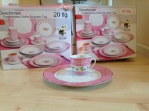 8 piece dinner set/ Brand New NEVER USED in Baumholder, GE