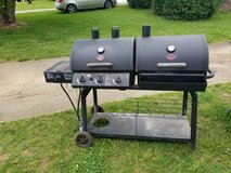 Char-Griller combo gas /Charcoal BBQ grill - in Fort Campbell, Kentucky