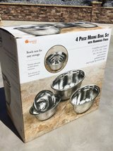 4 Pc. Stainless Steel Mixing Bowl Set (w/Hammered Finish) in Travis AFB, California