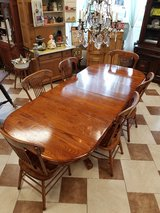 Amish Made Oak Dining Table and 6 Chairs in Fort Leonard Wood, Missouri