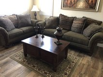 Like new full Living Room set- art and accessories included!!! in Lake Elsinore, California