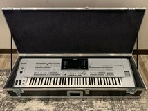 Yamaha Tyros5-76 Keyboard Synthesizer, hard case, music stand exc. cond wireless in Ansbach, Germany