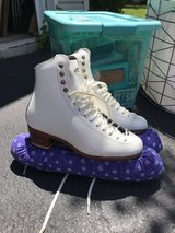 Riedell Ice Skates Size 6 in New Lenox, Illinois
