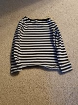 H&M 4-6 yr girl's top in Naperville, Illinois