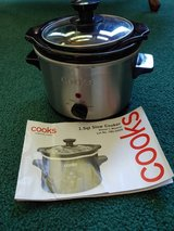 1.5 Qt Electric Slow Cooker Small Crock Pot in Fort Leonard Wood, Missouri