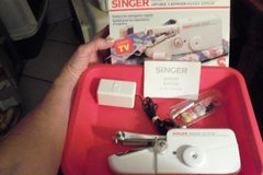 SINGER SEWING MACHINE MINI SZ. in Alamogordo, New Mexico