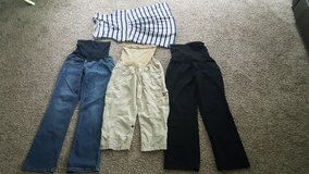 LOT OF 4 MATERNITY WOMEN MEDIUM CLOTHES in Chicago, Illinois