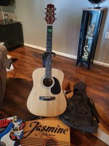 Jasmine by Takamine acoustic guitar: dreadnought in Fort Knox, Kentucky