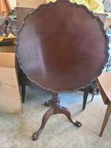 Tilt Top Table in Cleveland, Texas