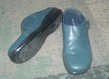 Navy blue clogs sz 9 in Fort Riley, Kansas