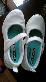 Girls Sketcher Memory Foam Mary Jane shoes size 1 in Naperville, Illinois