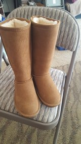 BEARPAW BOOTS SIZE 6 NEW NEVER WORN in Vista, California