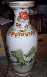 Large Floor Vase With Birds & Flowers. 2 ft tal in Alamogordo, New Mexico